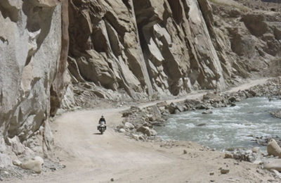 india-kashmir-ladakh-himalaya-exmo-exclusive-motorcycle-tours-khardungla-top-royal-enfield-bullet-himalayan